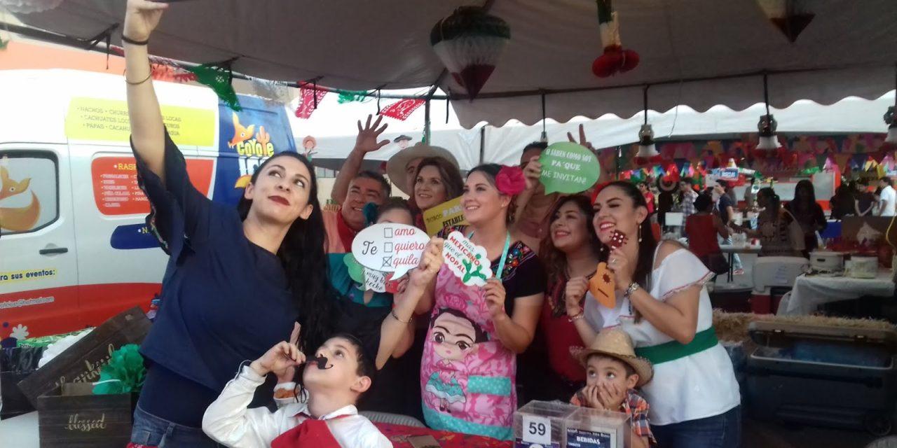 ASISTEN MILES A NOCHE MEXICANA DE UNIVERSIDAD XOCHICALCO