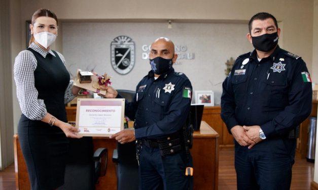 RECONOCIMIENTO PARA AGENTE POLICÍACO POR ATENDER PARTO EN VIA PÚBLICA