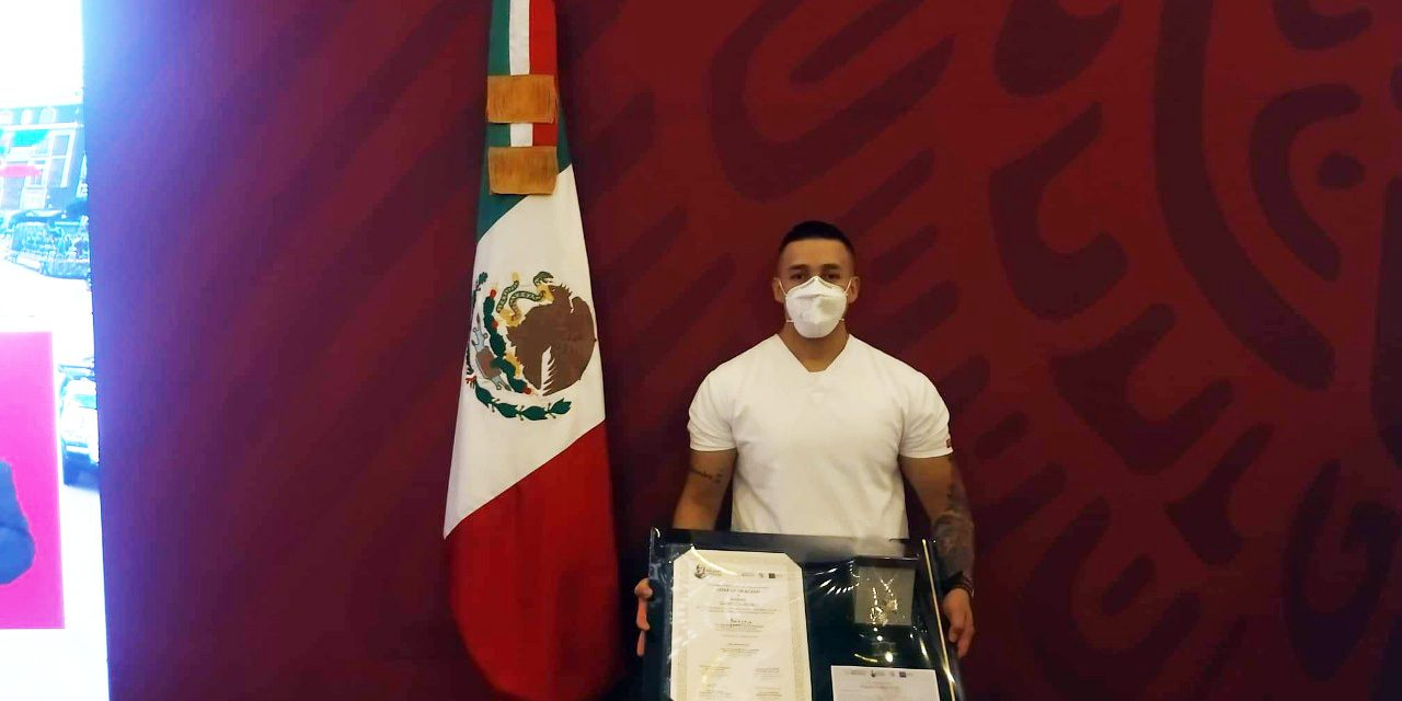 CONDECORAN A ENFERMEROS DEL HOSPITAL GENERAL DE MEXICALI