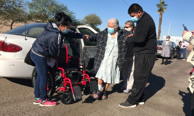 ENTREGAN SILLAS DE RUEDAS A POBLACIÓN VULNERABLE DE MEXICALI