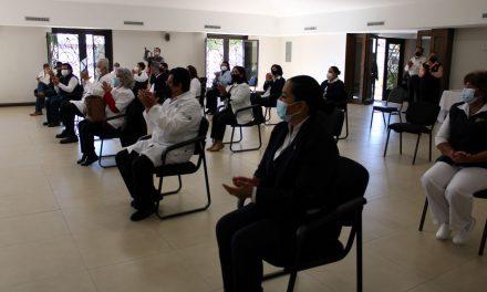 ENTREGAN RECONOCIMIENTOS A TRABAJADORES DE LA SALUD POR AÑOS DE SERVICIO