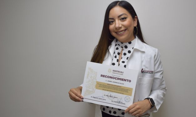 MENCIÓN HONORIFICA PARA EGRESADA DE UNIVERSIDAD XOCHICALCO