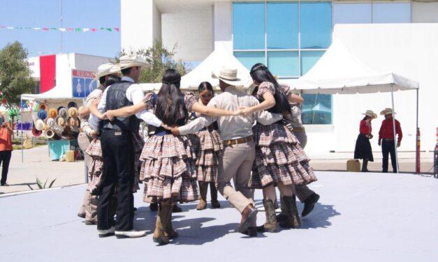 """REALIZAN VERBENA """"COLORES DE MÉXICO"""""""